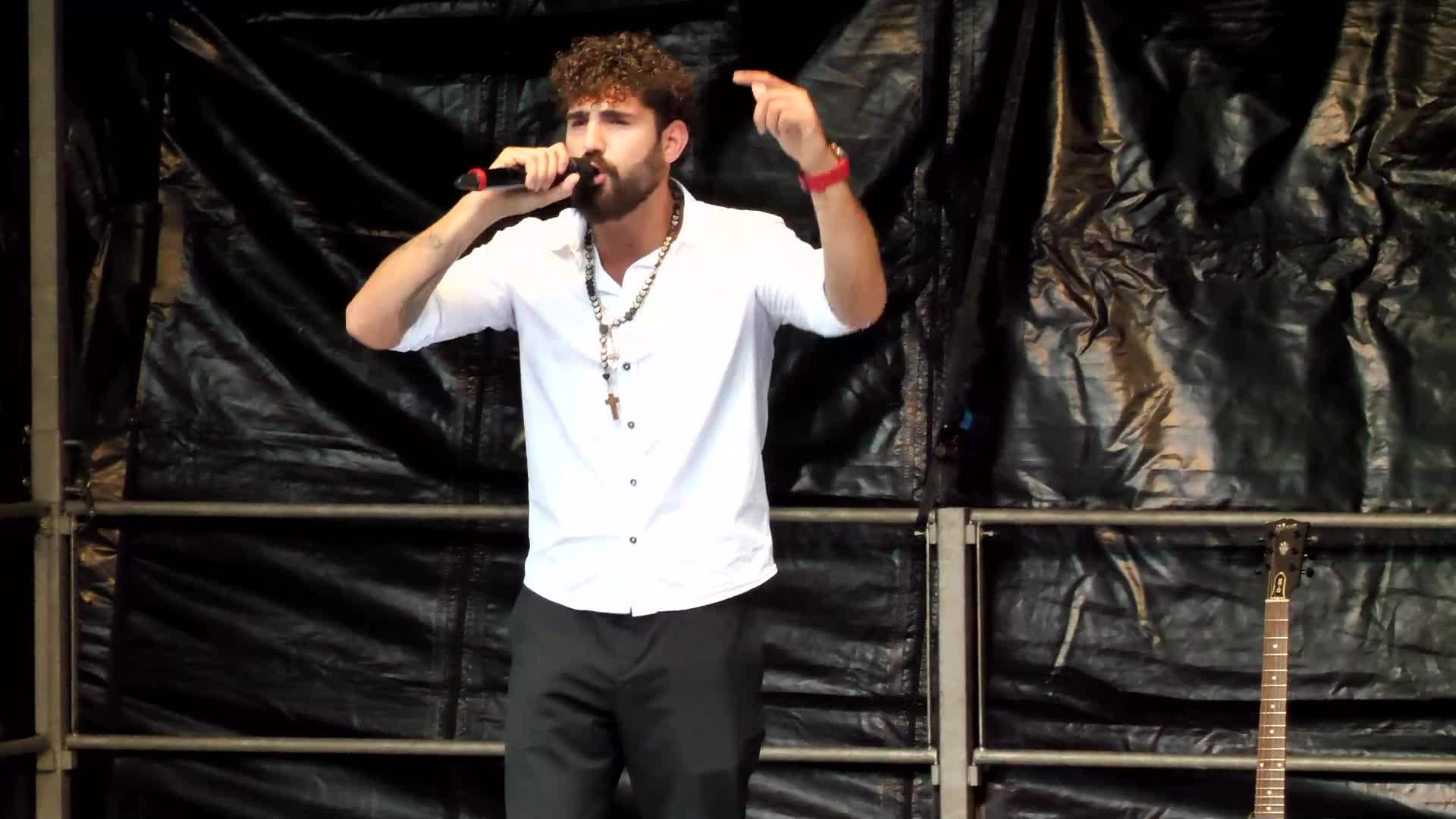 Kundgebung Luzern 31-08-2021: Auftritt: Rapper Maestro (Marco Imbimbo)